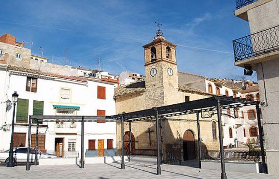 Iglesia Renacentista vista de la Plaza.